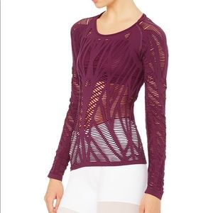 Alo yoga wanderer long sleeve in purple